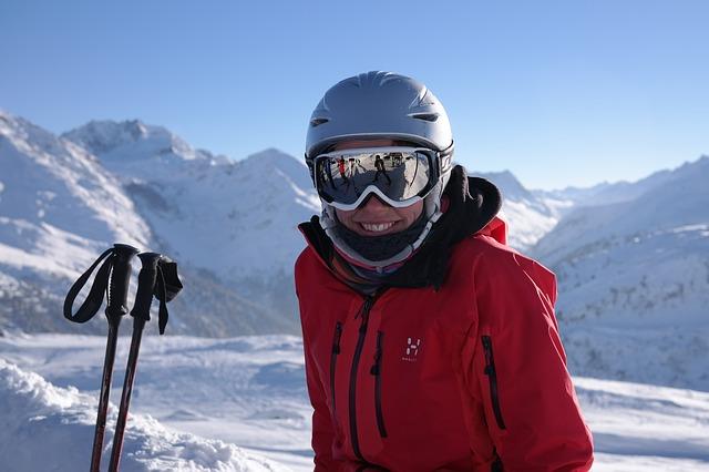 skier-999279_640
